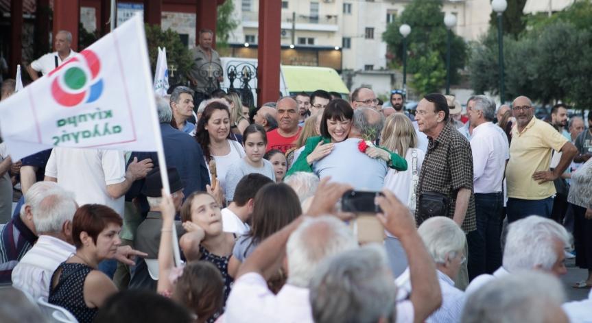 PARAPOLITIKA.GR: Κοσμοσυρροή στην προεκλογική συγκέντρωση της ΝάντιαςΓιαννακοπούλου